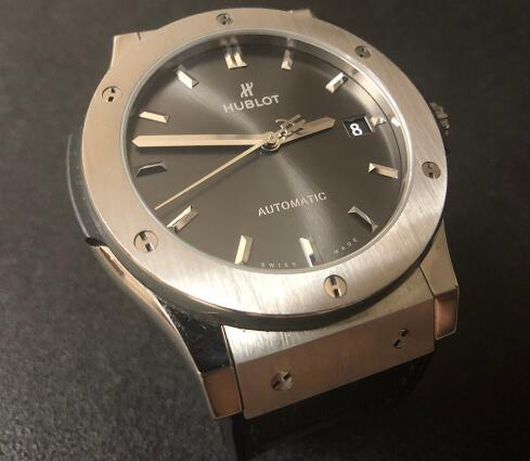 The appearance of Hublot Classic Fusion is understated.