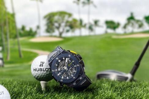 The ultra light Hublot is convenient to the golf players.