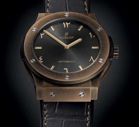 The timepiece is with an anticlockwise movement.