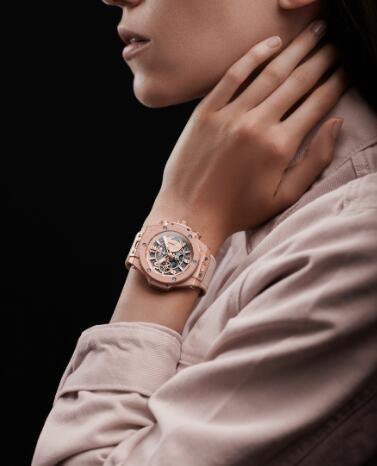 The special color of the Hublot symbolizes the ever-changing future.